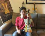 来自巴拉圭,回收管弦乐团成员 Daniel Duarte为自己学音乐梦想成真感到开心。(苏湘岚/大纪元)