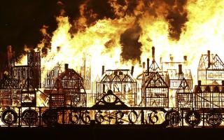 组图:火烧城市模型 纪念伦敦大火350周年