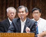 科技部长杨弘敦(中)21日表示,福卫五号对国防的确有影响,尽量让国防问题减到最低。(陈柏州/大纪元)
