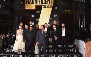 多伦多国际电影节开幕 两奥斯卡影帝走红毯