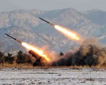 朝鮮9月5日再次試射三枚彈道導彈。圖為朝鮮進行導彈試射。資料照片。(KCNA / KNS FILES / AFP)
