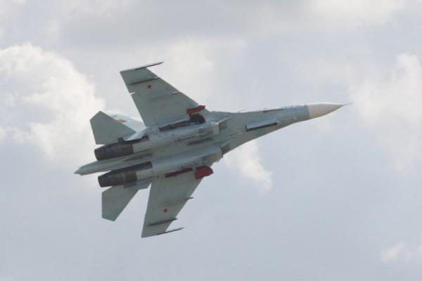"""双方仅距3米 美俄战机黑海上空险""""相撞"""""""