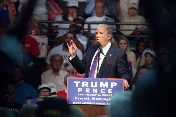全国民调川普逼近希拉里 在三关键州领先