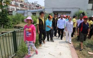 嘉义县政府协助乡公所利用农田水利会中兴圳旁空地,兴建一条长420公尺的步道与绿廊。(嘉义县政府提供)
