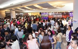 神韵交响乐团台湾首场签名会乐迷大排长龙
