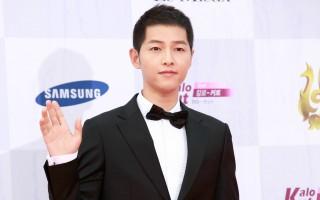 """9月8日,2016年""""首尔国际电视节大奖""""颁奖典礼在KBS演播大厅举行。图为宋仲基走红地毯。(全景林/大纪元)"""