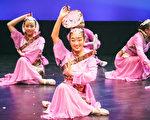 """新泽西州的金花舞蹈艺术学校于9月17日在新布朗斯维克市的Crossroads 剧院举办了""""古月照今尘""""的专场演出。(大纪元图片)"""