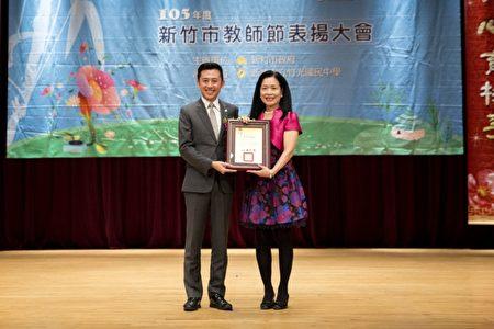 退休校长黄美鸿今年荣获师铎奖殊荣肯定。(新竹市府提供)