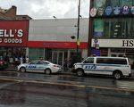 警方在法拉盛中心區增加了巡邏的警車。 (林丹/大紀元)