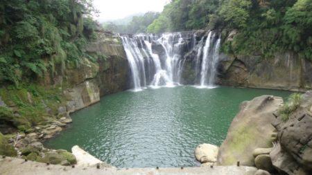 台灣平溪十分瀑布景色。(攝影:貫明)