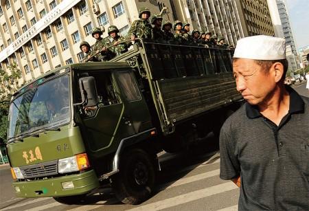新疆是江系铁杆周永康盘踞多年的势力地盘,此前局势敏感时点,新疆频频发生爆炸案,背后浮现江泽民集团另类政变因素。(AFP)