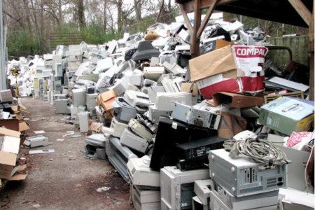 電子廢棄物堆積如山成難題