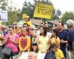 圖:8月27日,洛杉磯部分學生和家長在鑽石巴楓葉山公園內,呼籲繼續保留學生不被居住地制約,而可以自由選擇學校的權利。(薛文/大紀元)