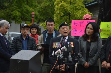 圖說:2016年8月31日,加拿大華人軍事博物館創會會長李悅後,在溫哥華市中心唐人街,呼籲關注華埠社區。(邱晨/大紀元)