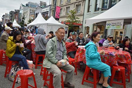 圖:林聖崇在台灣文化節「希望講堂」演講,圖為希望講堂現場,前面中間為李重義。(攝影:邱晨/大紀元)