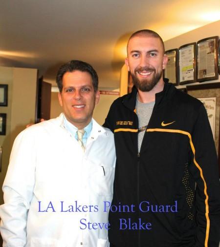 约瑟夫•古德曼牙医师和NBA篮球明星布雷克。(Facebook)