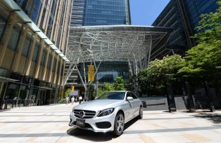 2015年款经过完全重新设计,车内座位乘坐舒适,拥有豪华内饰。(TOSHIFUMI KITAMURA/AFP/Getty Images)
