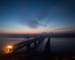 鴨綠江上,中國丹東和朝鮮新義州之間的大橋。   ( JOHANNES EISELE/AFP/Getty Images)