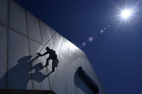"""《华尔街日报》:中国债务已经""""飙至太空"""""""