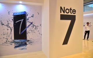 刚上市即抢手的三星Galaxy Note 7智能手机因几起电池爆炸事件而在韩国延缓出货。(JUNG YEON-JE/AFP/Getty Images)