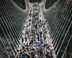 Visitors cross the world's highest and longest glass-bottomed bridge above a valley in Zhangjiajie in China's Hunan Province on August 21, 2016. / AFP / FRED DUFOUR        (Photo credit should read FRED DUFOUR/AFP/Getty Images)
