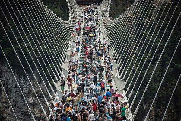 開放僅13天 張家界玻璃橋不堪重負被迫關閉