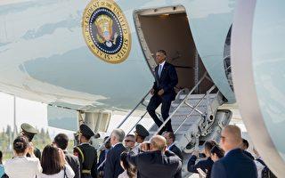 当美国总统奥巴马得飞机降临到停机坪上时,一位中国官员与美国国家安全顾问苏珊·赖斯和白宫助理在停机坪发生争执,白宫特勤局不得不出面干涉。 (SAUL LOEB/AFP/Getty Images)
