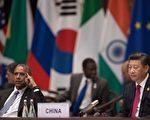 週六(9月3日),在杭州G20峰會開幕前,習近平(圖右)與奧巴馬(圖左)進行了雙邊會晤,就南海、人權、網路安全等議題交換了意見,雙方保證,兩國將在安全、貿易等領域展開更緊密合作。 圖為兩人4日在峰會現場。(Nicolas Asfouri - Pool/Getty Images)