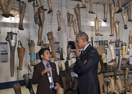 US President Barack Obama tours the Cooperative Orthotic and Prosthetic Enterprise (COPE) visitor center in Vientiane on September 7, 2016. Obama became the first US president to visit Laos in office, touching down in Vientiane late on September 5 for a summit of East and South East Asian leaders. / AFP / SAUL LOEB (Photo credit should read SAUL LOEB/AFP/Getty Images)