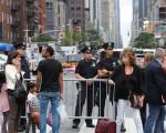 聯合國(UN)大會前夕,紐約曼哈頓週六晚發生爆炸事件,紐約市市長白思豪表示,紐約居民將會看到更多警察在街頭巡邏。 (Stephanie Keith/Getty Images)