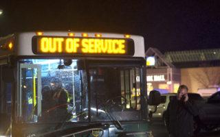 美國華盛頓州西雅圖北伯靈頓(Burlington)的一家購物中心週五(23日)晚發生槍擊案。 (Karen Ducey/Getty Images)