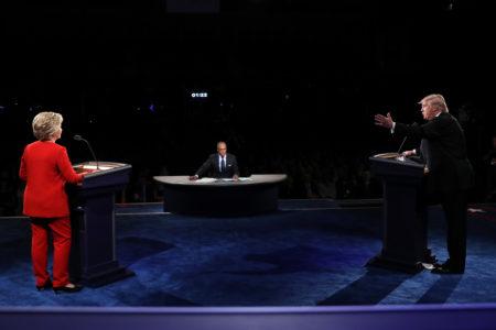 9月26日,川普与希拉里首场电视辩论会在纽约约霍夫斯特拉大学登场。 (Joe Raedle/Getty Images)