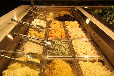 韩国多多涮锅 Buffet丰富的菜品。(大纪元)