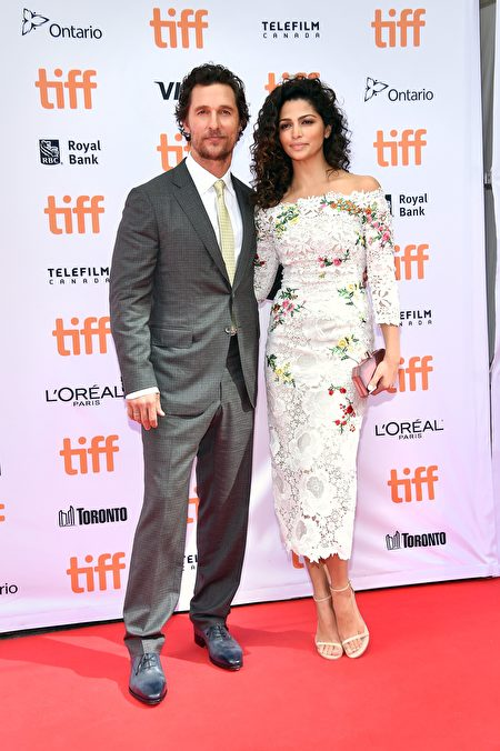 """TORONTO, ON - SEPTEMBER 11: Actor Matthew McConaughey (L) and model Camila Alves attend the """"Sing"""" premiere during the 2016 Toronto International Film Festival at Princess of Wales Theatre on September 11, 2016 in Toronto, Canada. (Photo by Mike Windle/Getty Images)"""