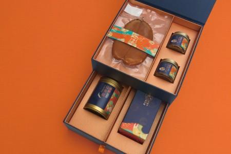 """崇文冷冻食品股份有限公司""""传鲜乌鱼子礼盒""""产品之外貌与包装。(嘉义县政府提供)"""