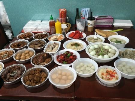 一桌传统福州中秋宴席。