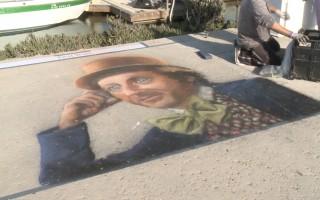 粉笔闯天下 南加艺术家街头作画超吸睛