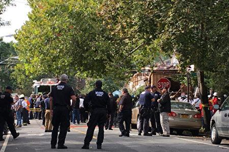 爆炸发生后,大批警察和消防员到现场。