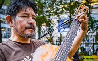 纽约客每日街拍-热爱音乐的音乐家(张静怡/大纪元)