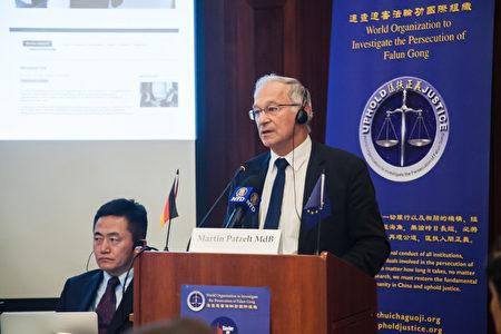 德国国会议员帕策尔特参加2016年10月28日在柏林举办的反活摘国际论坛。(吉森/大纪元)
