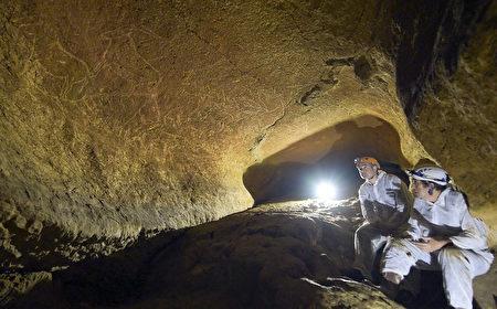 """在西班牙北部小镇雷凯蒂奥(Lekeitio),考古学家发现了50多幅石洞壁画,估计距今有1.45万年的历史。(AFP PHOTO / DIPUTACION FORAL DE BIZKAIA"""" - NO MARKETING NO ADVERTISING CAMPAIGNS - DISTRIBUTED AS A SERVICE TO CLIENTS)"""