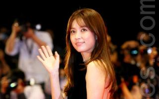 釜山影展开幕 韩孝珠黑色礼服红毯抢镜