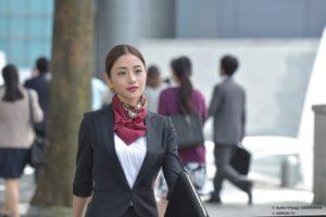 石原聰美時尚上班造型,成櫻花妹模仿對象。(緯來日本台提供)