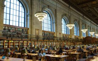 图书馆员省吃俭用 捐出巨额遗产感动师生