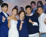 《多桑@纯萃年代》主演李运庆(左起)、连静雯、谢琼煖等人出席首映记者会。(中视提供)