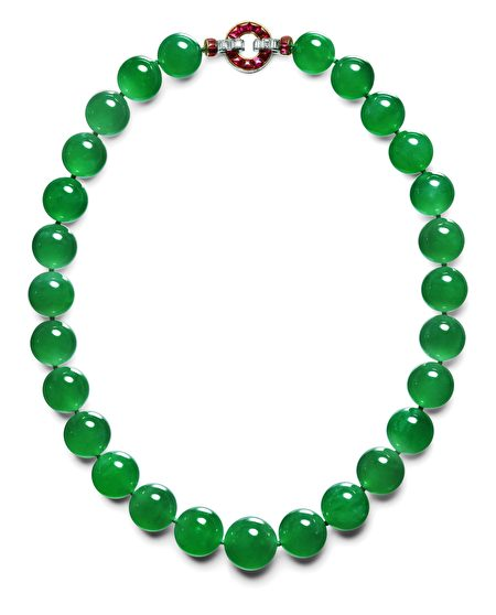 项链,卡地亚巴黎,1934年订单,27颗皇家翡翠珠子,直径从15.4到19.2毫米,铂金,黄金,柱状钻石,红宝石,芭芭拉.赫顿,卡地亚典藏。(集美博物馆提供)