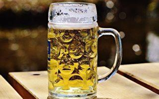 男子喝啤酒易脸红 中风概率高近2倍