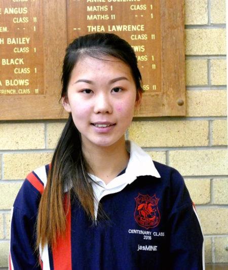 10月13日,悉尼南區高嘉華精英公立中學St. George Girls High School的12年級學生吳雪雯,參加了首日英文科目的考試。(安平雅/大紀元)