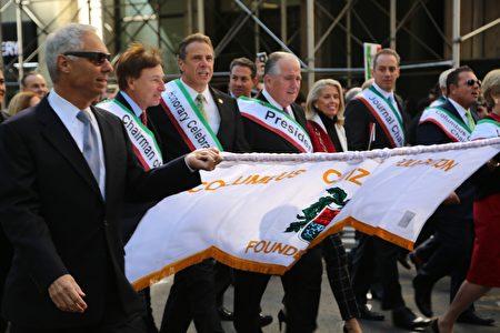"""游行主办方""""哥伦布公民基金会""""成员。"""