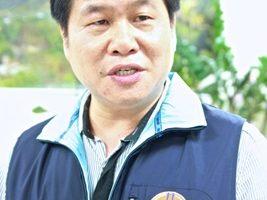 人事处长陈坤荣指出,根据监察院调查报告,前县长刘政鸿违法超限举债。(许享富/大纪元)